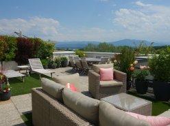 Nyon, magnifique attique avec 175 m2 de terrasse et belle vue